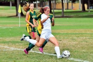 Ellie Quercia is a returning 1st team All-Evergreen (1A) forward for the Grizzlies soccer team.