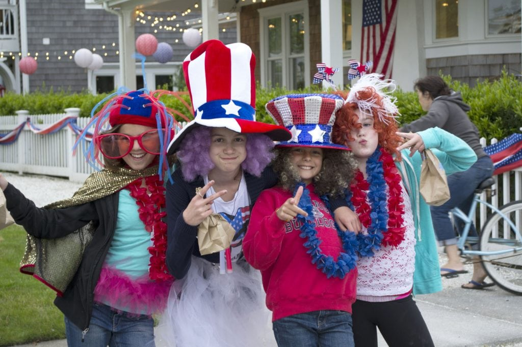Grays Harbor 4th of July group of girls in seabrook