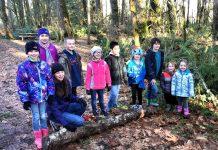 yule log celebration group of children