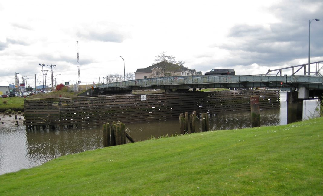 Heron_Street_Bridge_-_Aberdeen_WA_2008