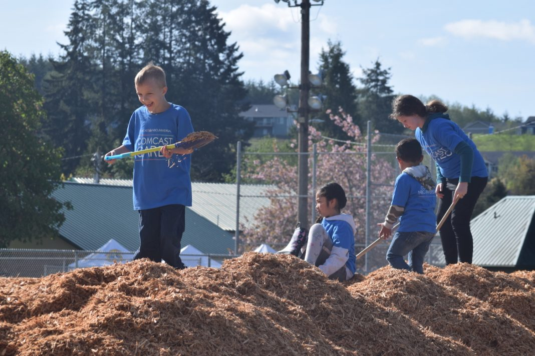 Comcast Cares Day kids helping in McCleary