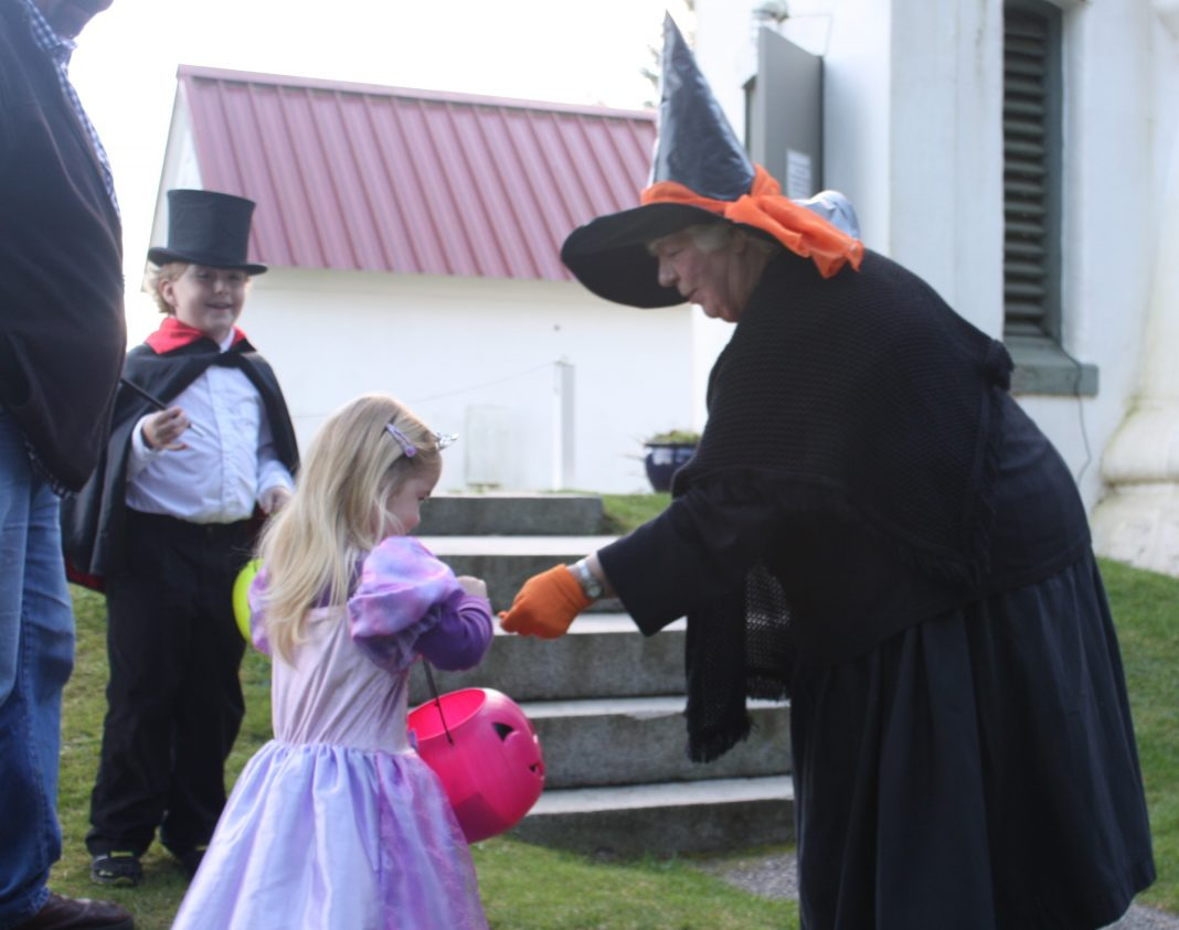 Trick or treating in Grays Harbor County
