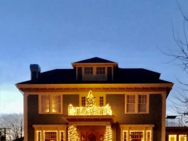 Christmas Lights in Grays Harbor Historic Aberdeen Home
