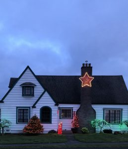 Christmas Lights in Grays Harbor Montesano Home