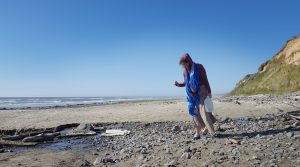 Where to go Beachcombing in Winter in Grays Harbor Searching for rocks