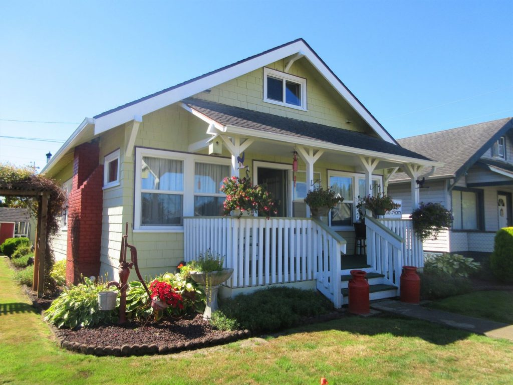 Hoquiam-Yards-Of-the-Month-1022-Wheeler-Avenue