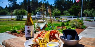 cranberry-road-winery-westport crab-and-wine-outside-