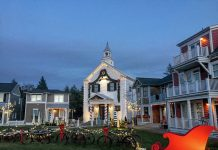 holiday lights grays harbor Seabrook-town-hall-sleigh