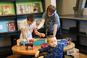 Aberdeen-Timberland-Library-kids-and-staff